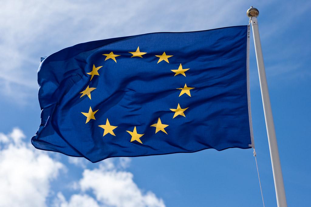 UE bandiera al vento