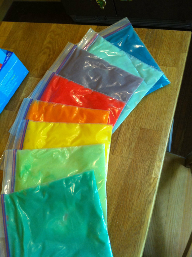 Home made paint sensory bags for our Coop kiddos - to lear ...