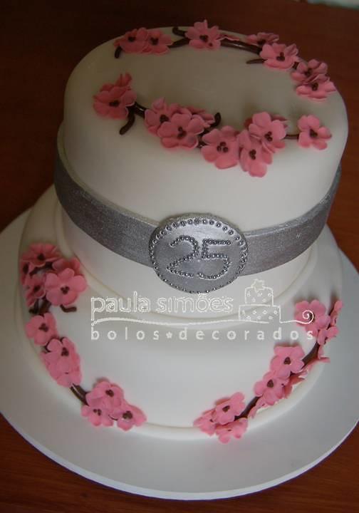 bolo para bodas de prata bolo decorado   flores de