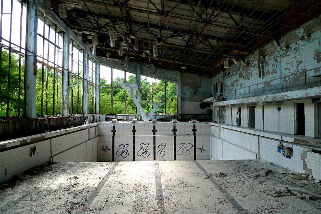 Prypjat 39 ukraine swimming pool lazurnyj for Unused swimming pool