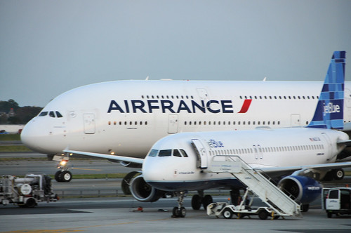 Air france a380 and jetblue a320 at jfk airbus a380 and for Air france assistance chaise roulante