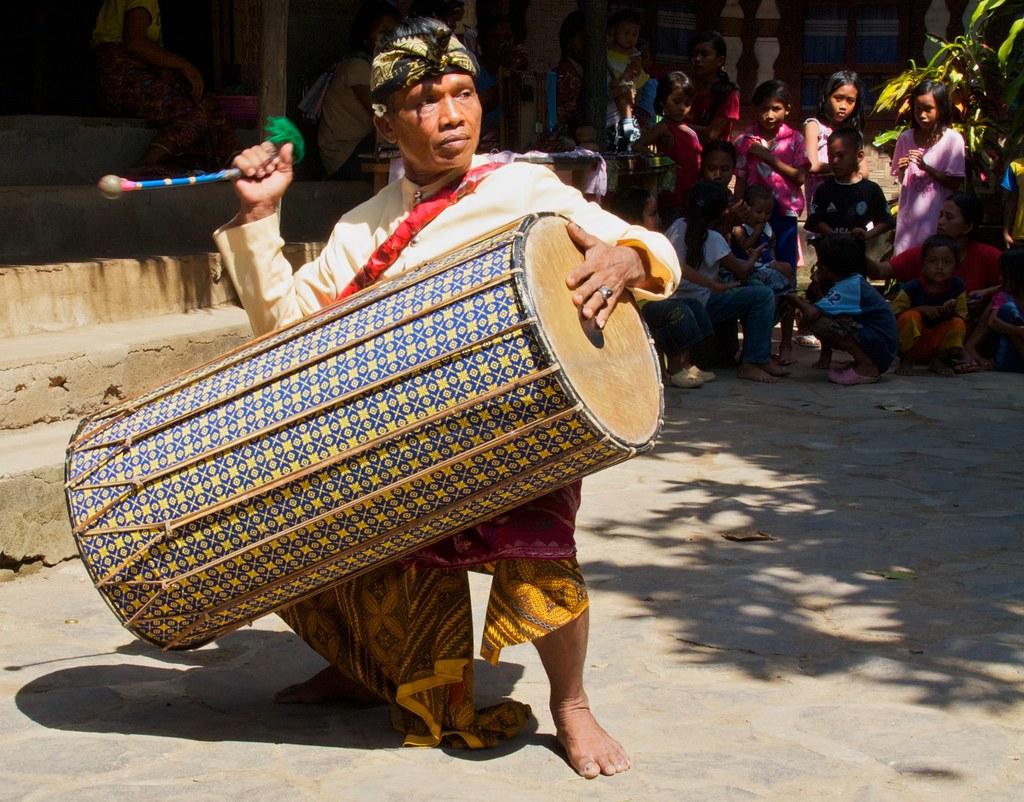 gendang beleq traditional dance
