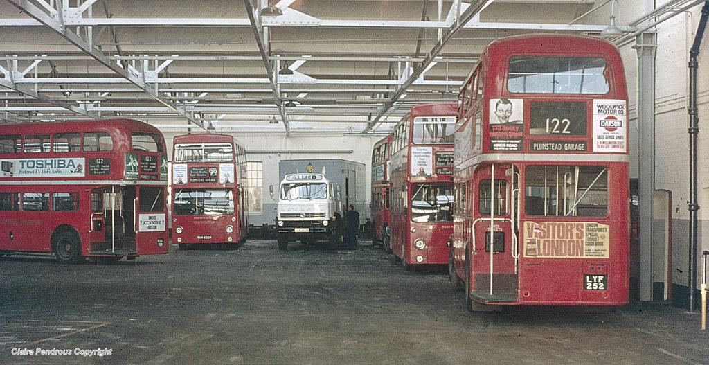 Lt Plumstead Garage 1977 A View Inside Plumstead Bus Gara Flickr