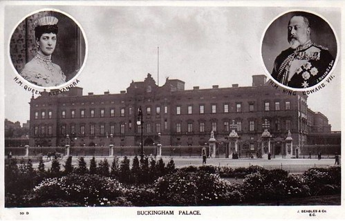 Buckingham Palace And The Photos Of King Edward And Queen
