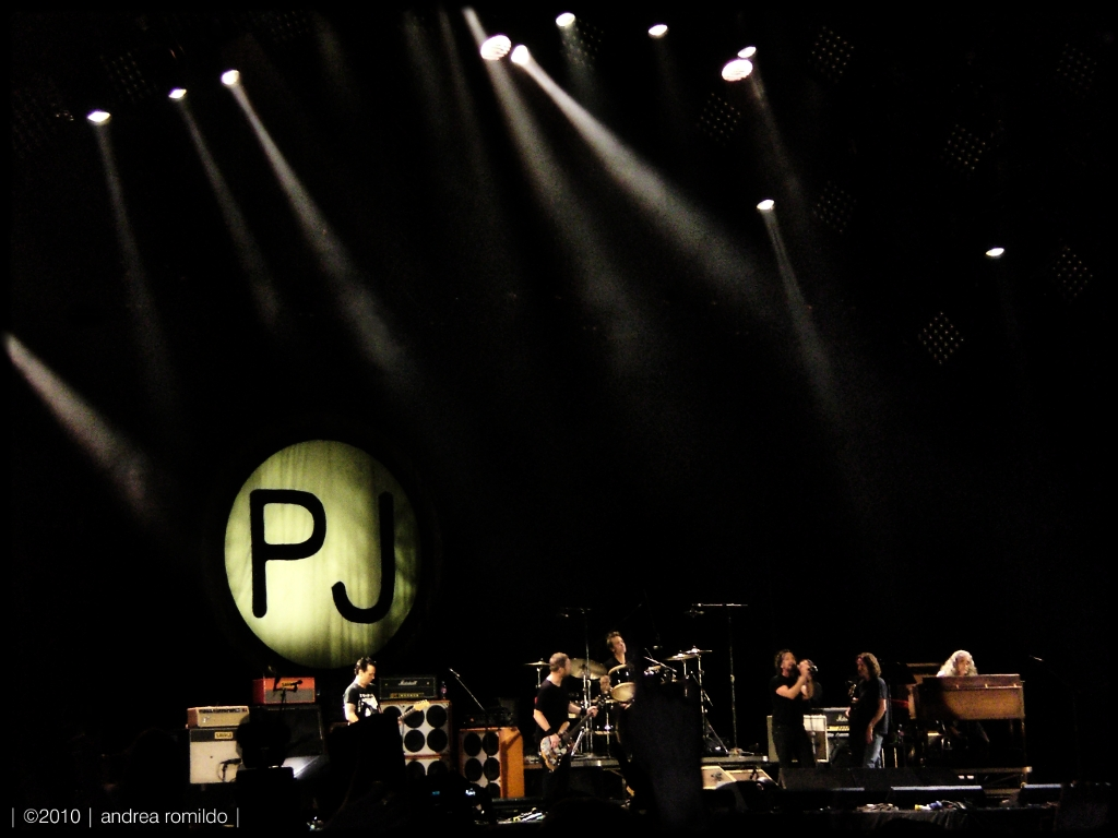 hearts and thoughts they fade, fade away (Pearl Jam live ...