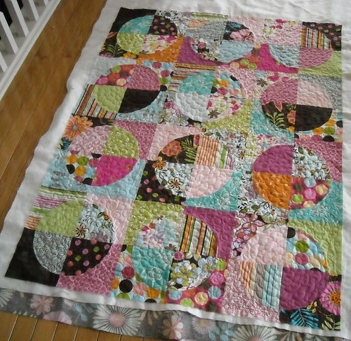 circle quilt, quilted! | by vickivictoria