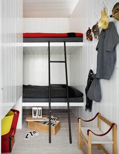 bunk beds via emmas design blog shalomama flickr. Black Bedroom Furniture Sets. Home Design Ideas