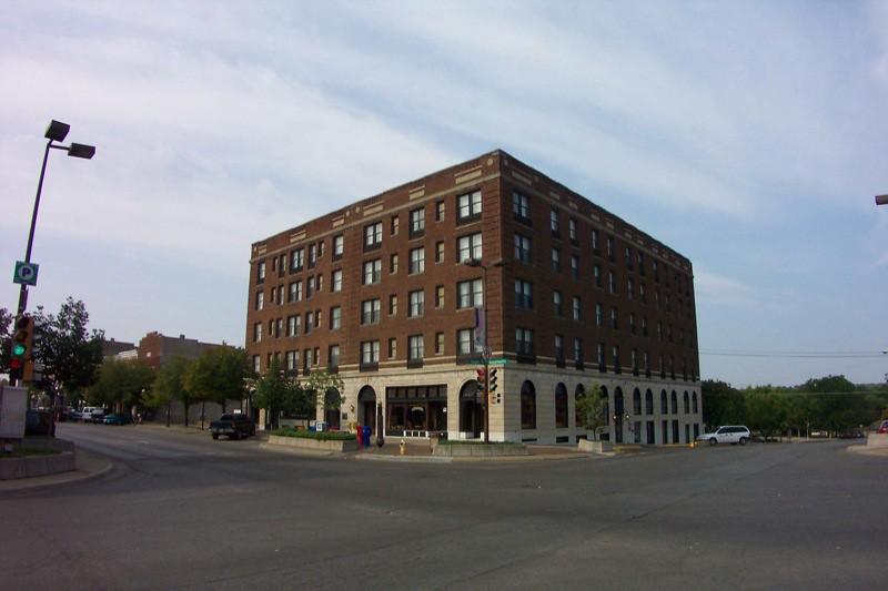 Hotels Lawrence Ks Near Mab St