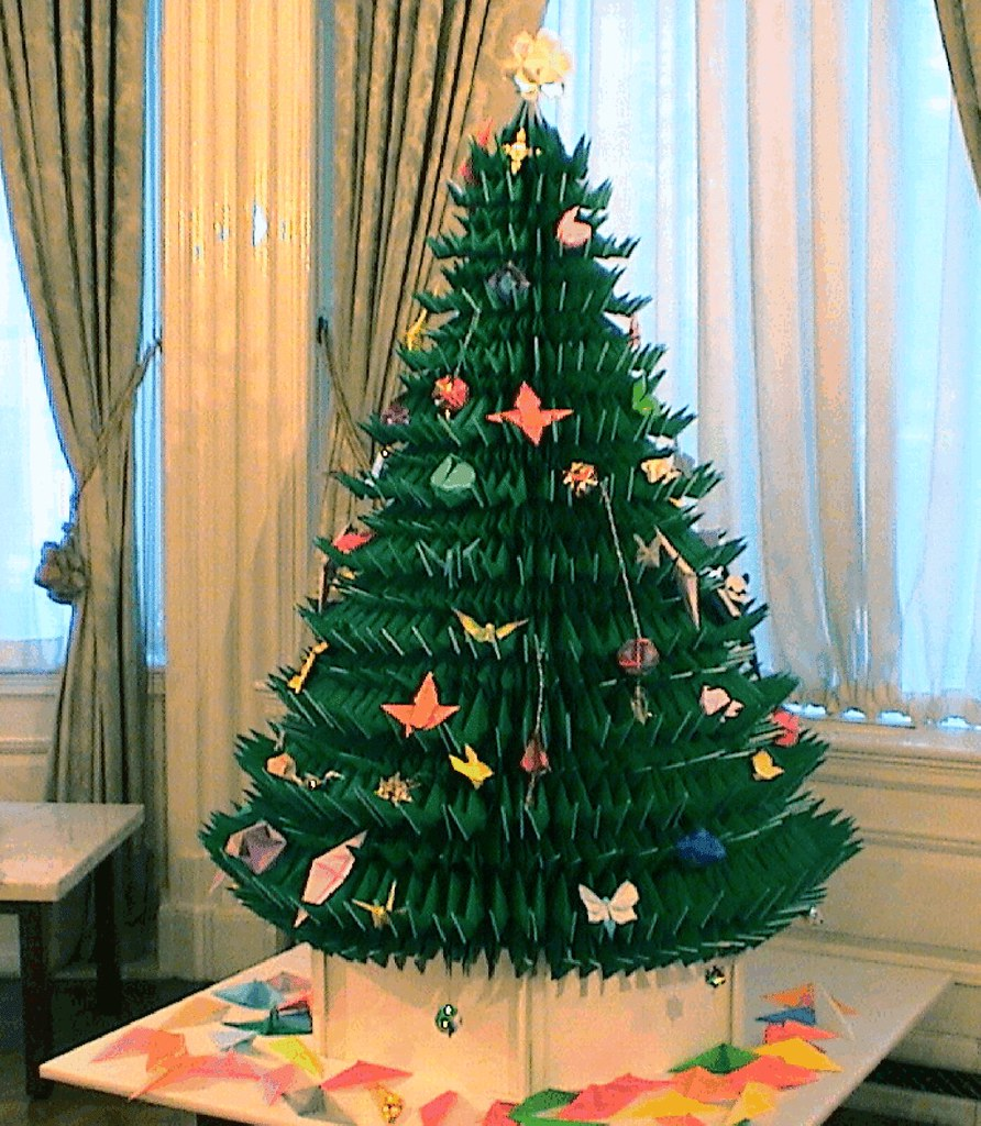 Christmas Tree Made By Paper: Life-size Origami Christmas Tree