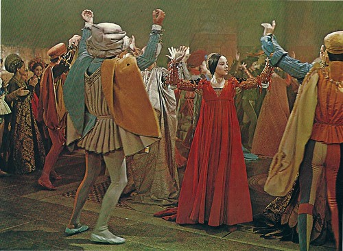 a comparison of shakespeares and zefferellis version of romeo and juliet Romeo and juliet compare and contrast william shakespeare's romeo and juliet has been zeffirelli film is a traditional version of the story.