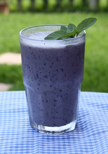 Blueberry Banana Smoothie | by mealmakeovermoms
