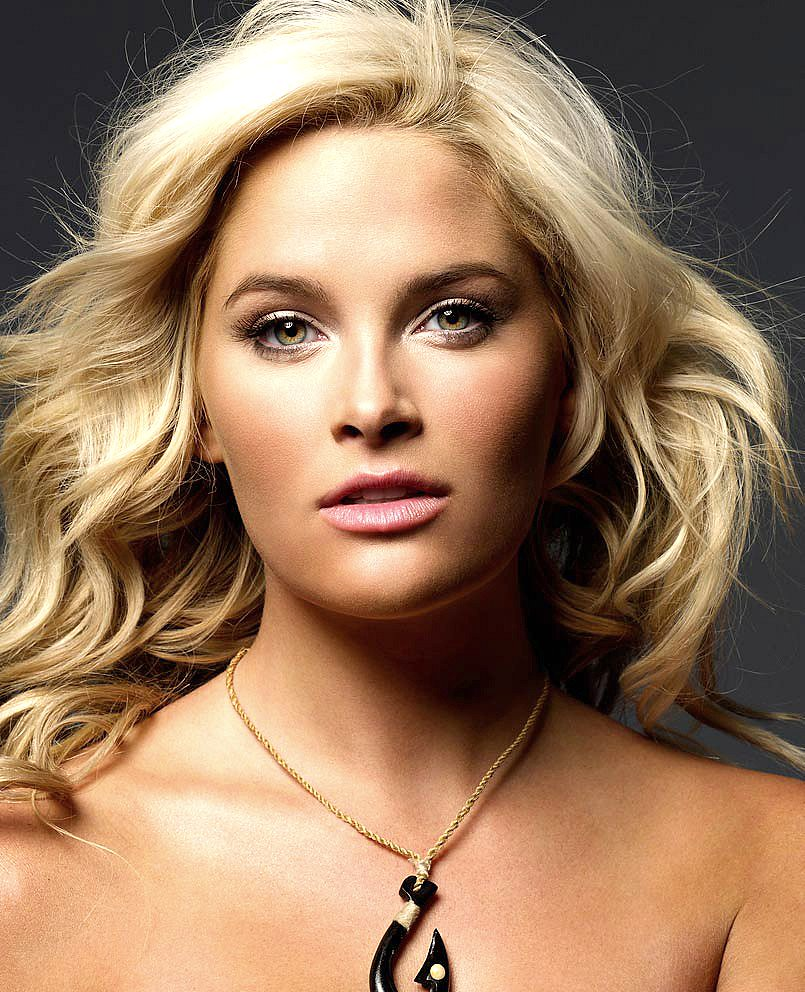 Whitney Thompson Whitney Thompson new picture
