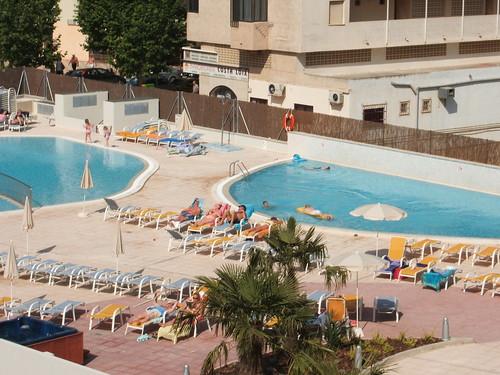 2 piscinas exteriores hotel dynastic benidorm hotel for Piscinas benidorm