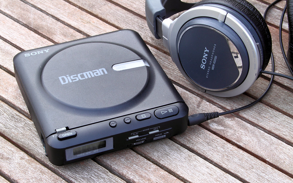 Sony Discman D2 vintage portable CD player (1986) | the ...