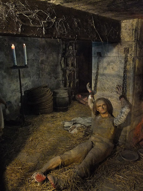 bamburgh castle dungeon - photo #15