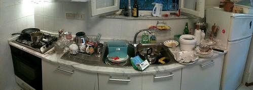 White Round Kitchen Table Setting
