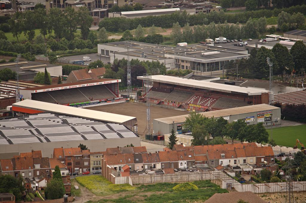 Guldensporen stadion kvk kortrijk guldensporen stadion for Courtrai belgium