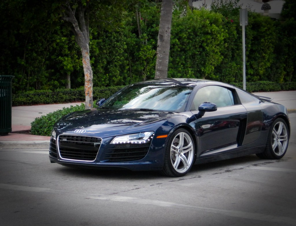 audi r8 a sweet blue audi r8 driving down south beach. Black Bedroom Furniture Sets. Home Design Ideas