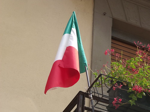 Malcesine - Italian flag | by ell brown