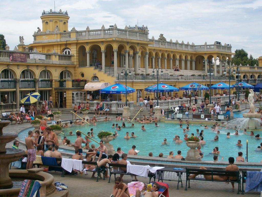 Budapest, i bagni termali Szechenyi | Complesso di edifici t… | Flickr