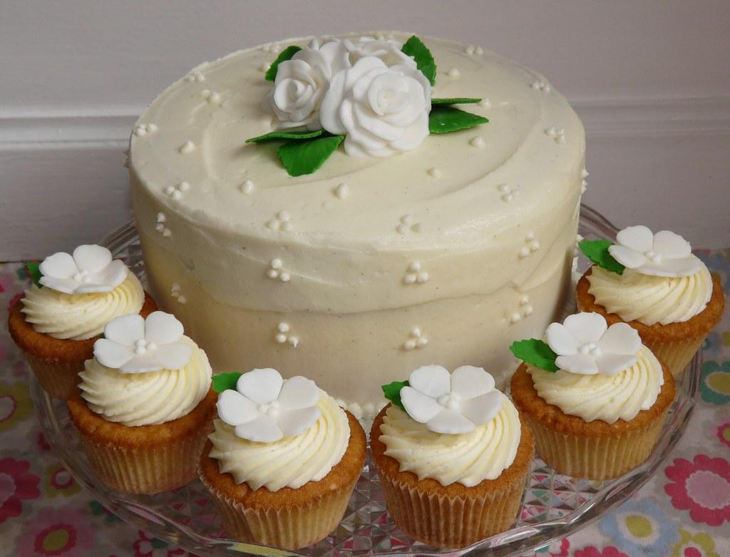 Gateau Wedding Cake  Etages Anniversaire Gar Ef Bf Bdon Roi