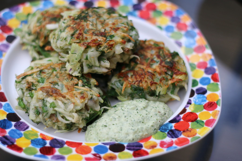 Kohlrabi fritters with sauce on plate