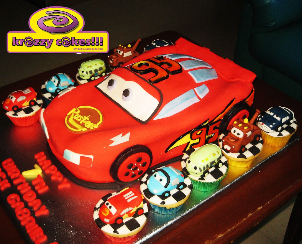 17 Lightning Mcqueen Cake and cupcakes 2 krazzy cakes1 Flickr