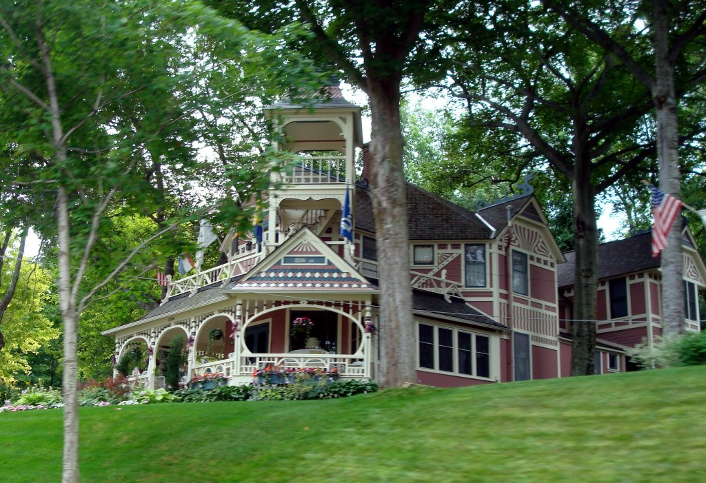 Mackinac island homes while in michigan we cycled around House builders in michigan
