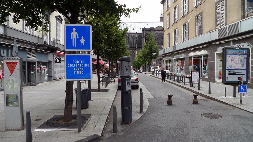 Aire Pi Tonne Place De La Victoire Clermont Ferrand Fr63 Flickr