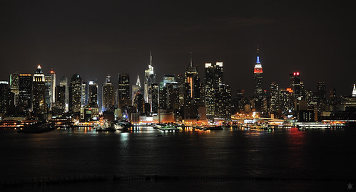 The skyline that never sleeps... | by arturodonate