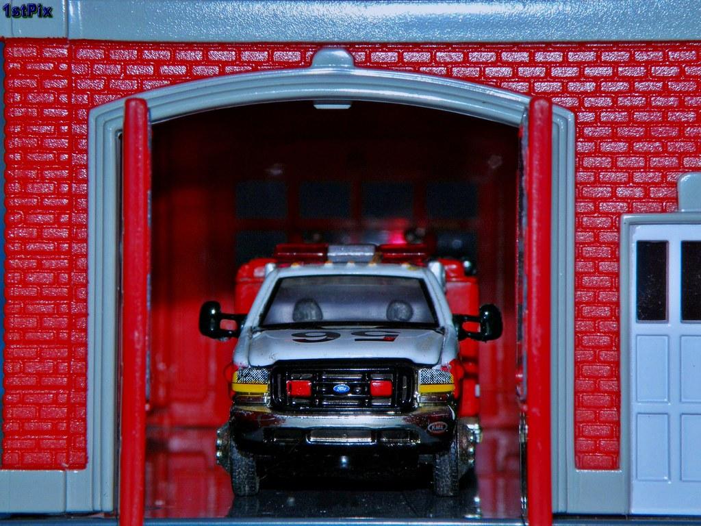 Matchbox Ford E-350 KME Mini-Pumper | 1:80 scale Matchbox ...