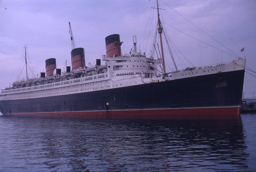 Rms Queen Mary Moving To Pier J In Long Beach Ca 10 Flickr