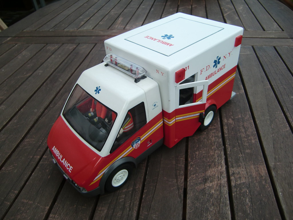 fdny playmobil ambulance fdny playmo flickr. Black Bedroom Furniture Sets. Home Design Ideas