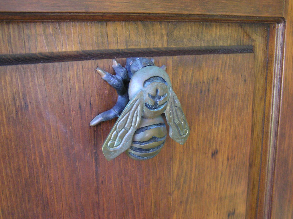 bee door knocker 2 rreed3 flickr. Black Bedroom Furniture Sets. Home Design Ideas