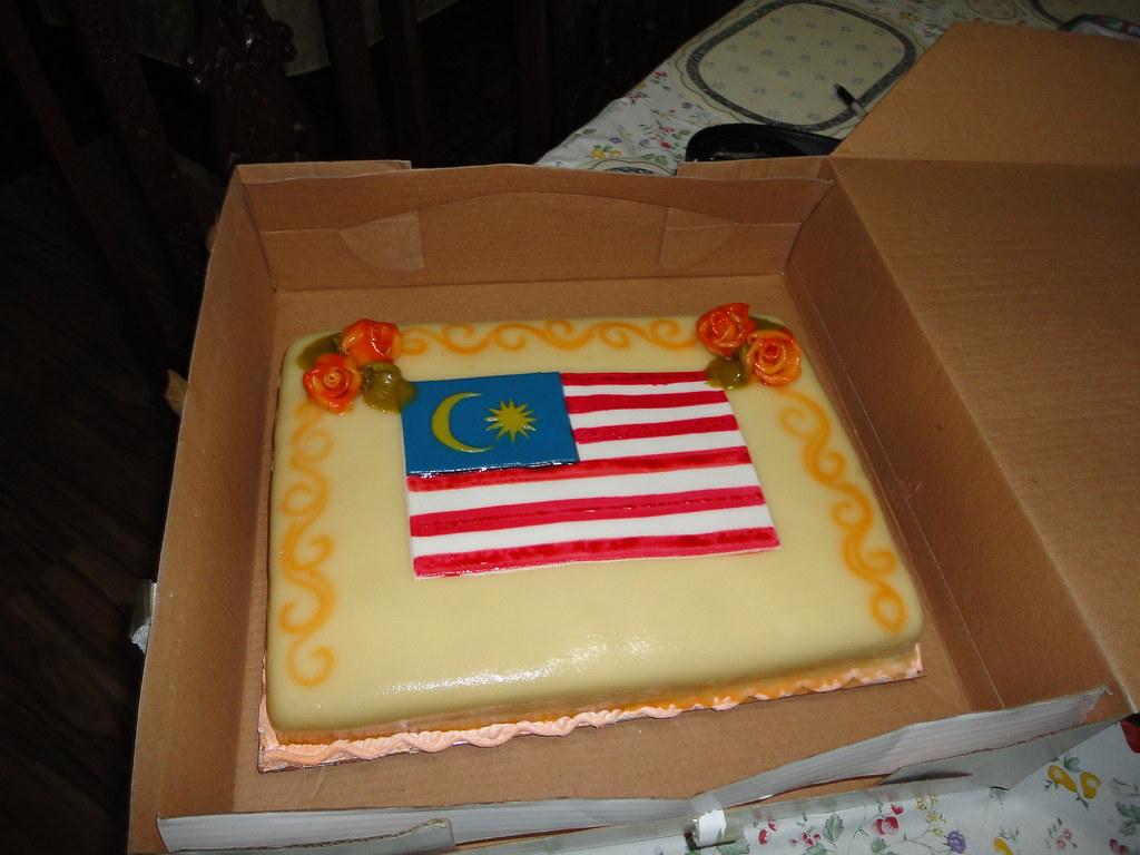 Cake Design In Kl : Belated Merdeka Cake, Malaysian Flag Design Eid-ulfitri ...