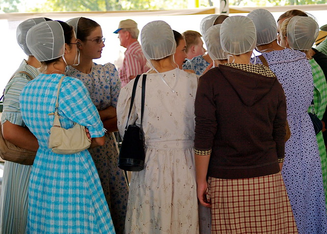 Excellent Mennonite Women Wear Simple Clothing Harking Back To 17thCentury