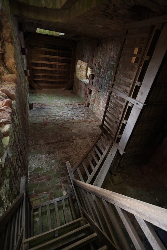Goodrich castle: inside the keep | The border of England ...