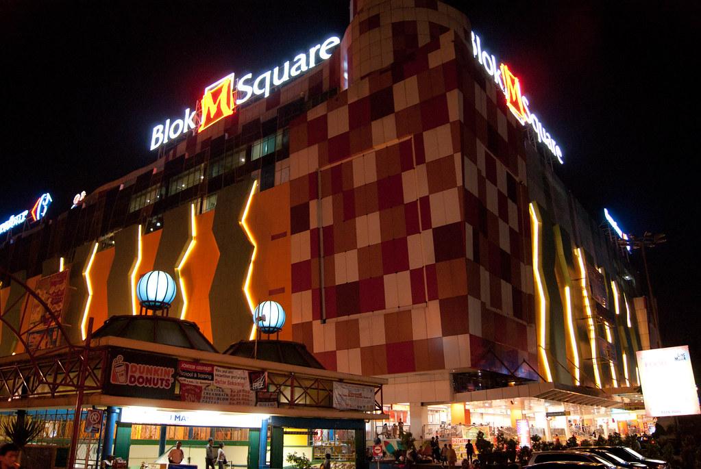 Hasil gambar untuk blok M square