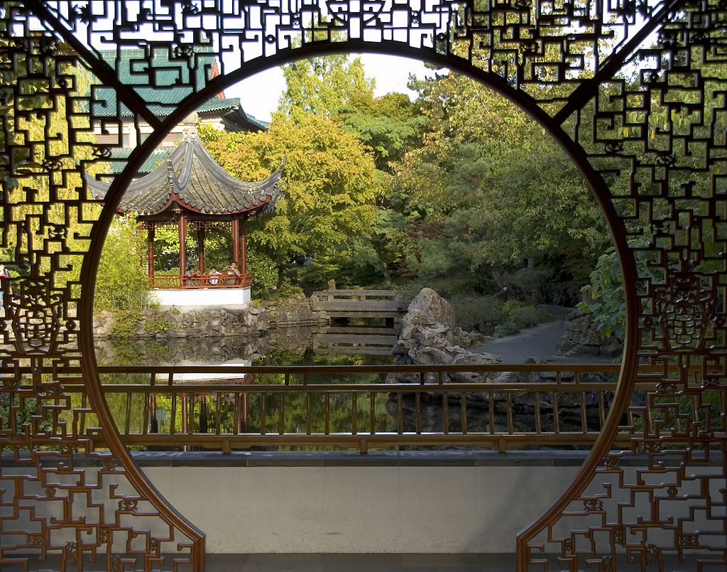 Moon Gate Looking Out The Moon Gate In Dr Sun Yat Sen Cla Flickr