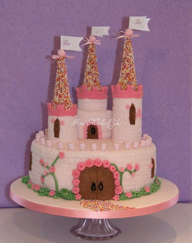 tia 39 s castle cake my first castle cake thank you to. Black Bedroom Furniture Sets. Home Design Ideas