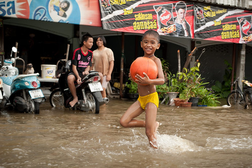 Kids Playing in Lopburi Flood | by goingslowly
