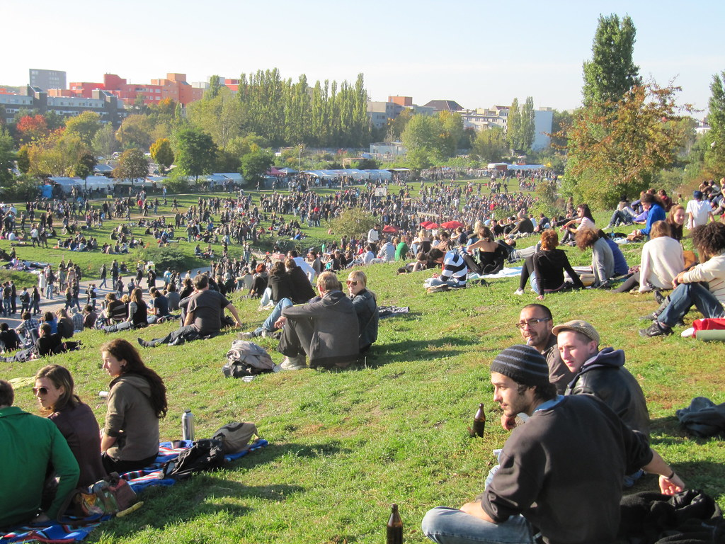 Green S 90 >> Mauerpark   Even on a weekday in October, Berlin's Mauerpark…   Flickr