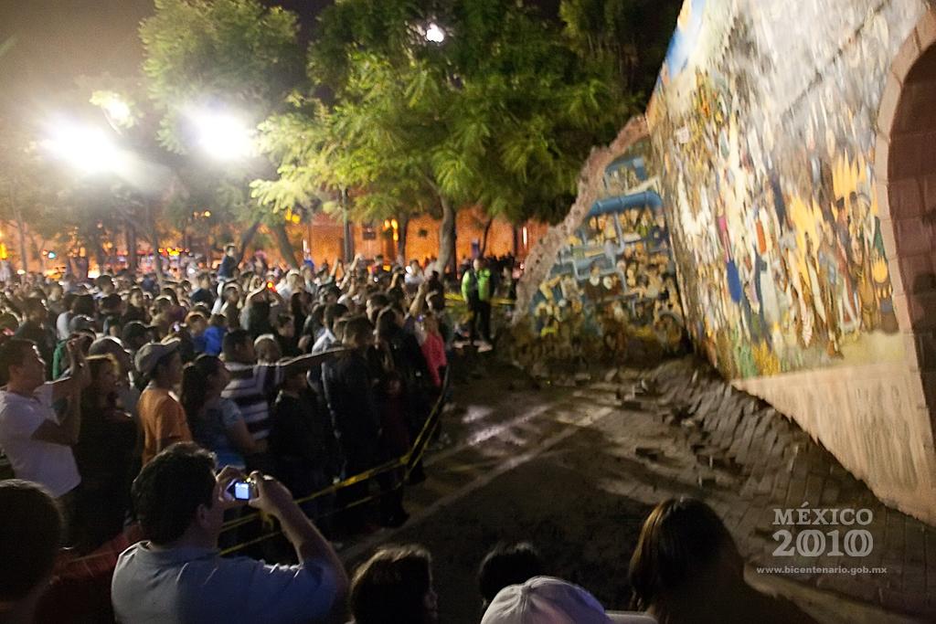 Los gigantes de guadalajara el mural que cae del cielo for El mural guadalajara jalisco