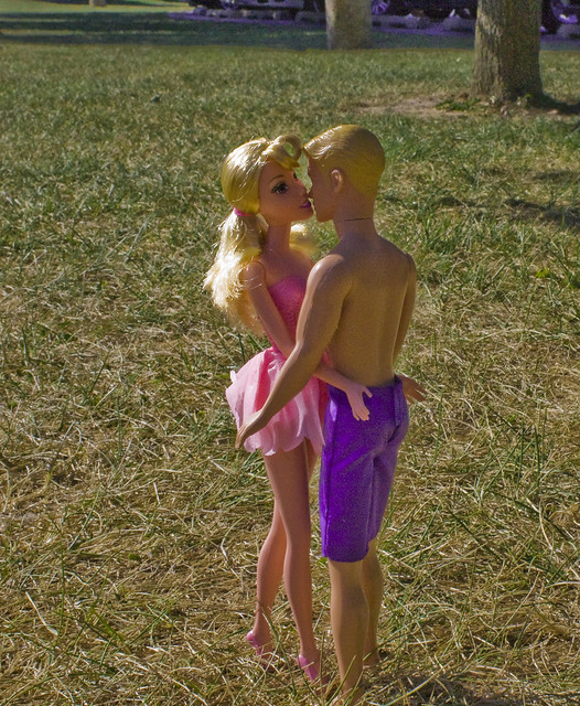 barbie kissing ken