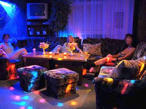 Lavoro offro cerco figurante di sala night club ragazza for Cerco mobile sala