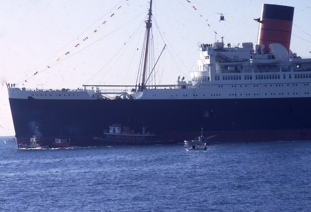 Rms Queen Mary Moving To Pier J In Long Beach Ca 1 Flickr