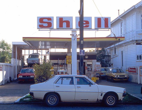 shell station kelburn 1991 | by travelling-light