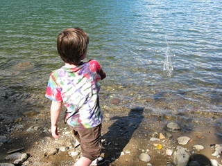 Skipping rocks at Rattlesnake Lake | by zaellen