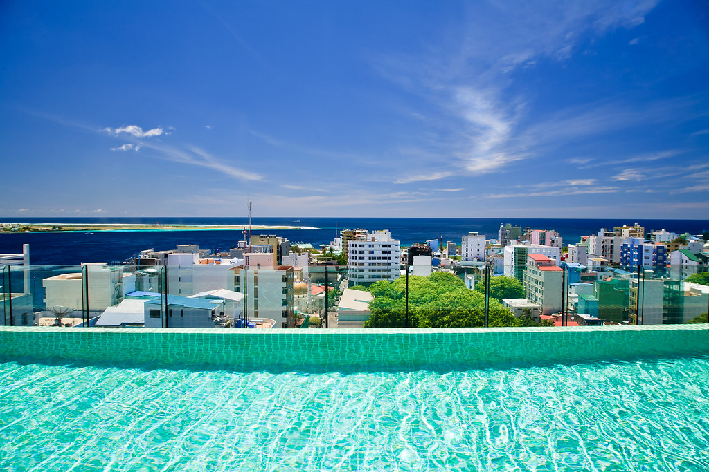Roof top swimming pool and beautiful view to male 39 maldiv - Pictures of beautiful swimming pools ...