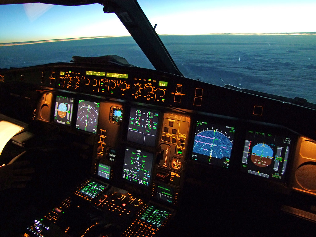 SWISS Airbus A330-300 Flightdeck | 5 hours and 43 minutes ... | 1024 x 768 jpeg 222kB